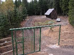Hlavní brána a krmeliště